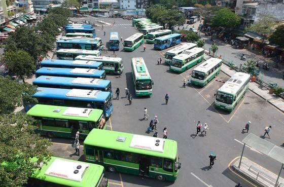 Xe buýt tại Bến xe buýt Chợ Lớn. Ảnh: CAO THĂNG