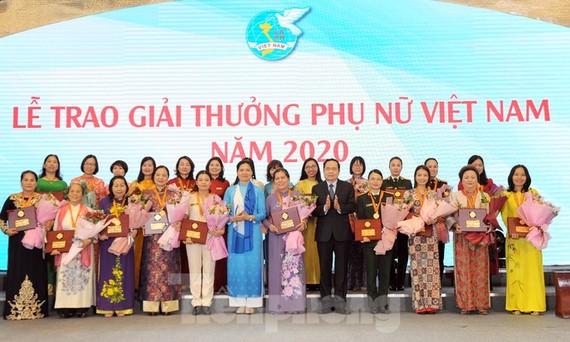 Lễ trao giải thưởng Phụ nữ Việt Nam 2020