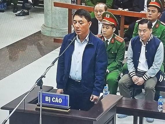 Ông Trần Việt Tân trong phiên xét xử sơ thẩm. Ảnh chụp qua màn hình