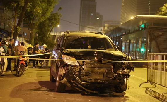 """""""Xe điên"""" gây tai nạn liên hoàn, kéo lê nhiều phương tiện trong đêm"""