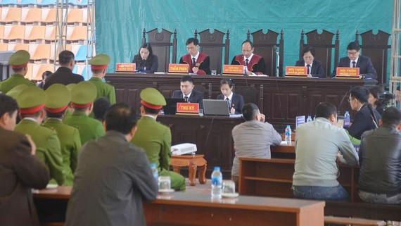 Hội đồng xét xử tại phiên tòa