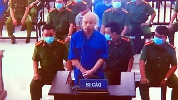 Nguyễn Xuân Đường tại phiên xử ngày 25-8. Ảnh chụp màn hình