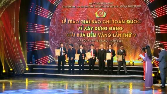 Giải Búa liềm vàng năm 2020: Lần đầu tiên trao giải đặc biệt