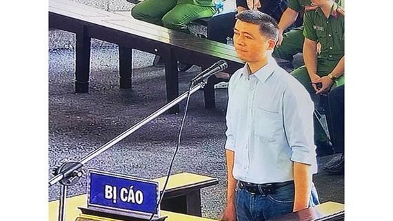 Phan Sào Nam trong phiên xử sơ thẩm ở Phú Thọ. Ảnh: ĐỖ TRUNG