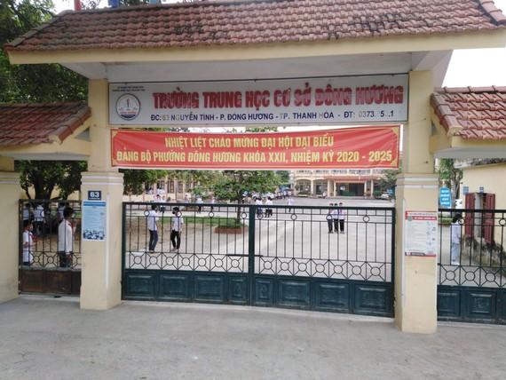 Học sinh trở lại trường học tập tại Trường THCS Đông Hương (TP Thanh Hóa)