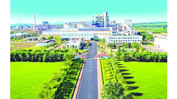 Cổng số 1 Nhà máy Alumin Tân Rai