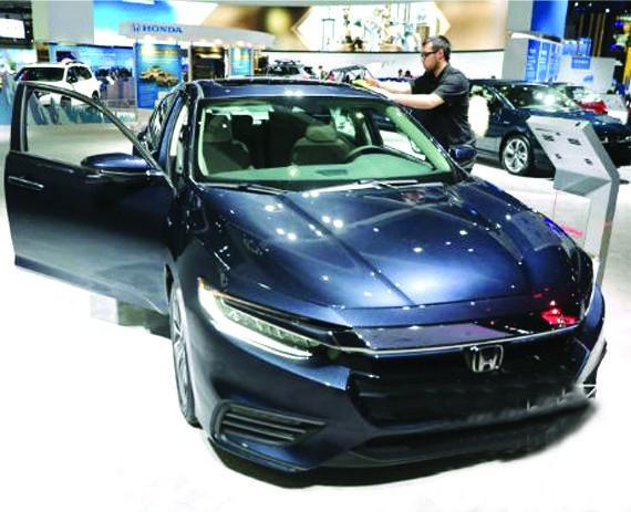 今年洛杉磯國際汽車大展的本田汽車公司推出了一款油電混合轎車,贏得了2019年度綠色能源車