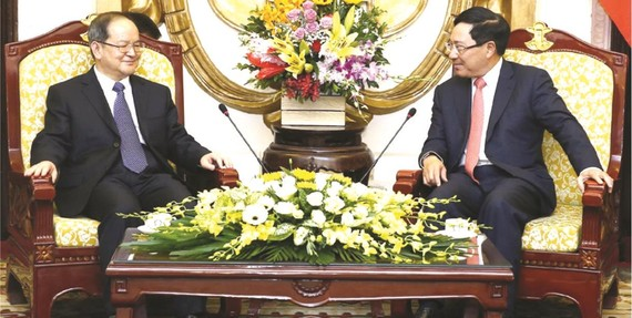 黨中央政治局委員、政府副總理、外交部長范平明昨(20)日中午在政府賓館,接見了正在我國訪問的中國廣西壯族自治區黨委書記鹿心社。