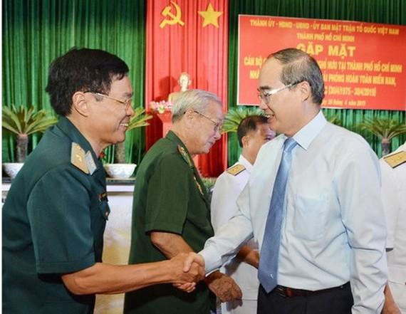 市委書記阮善仁與軍隊退休將領親切聚會。