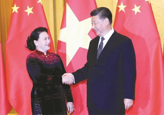 國會主席阮氏金銀與中國國家主席 習近平握手。