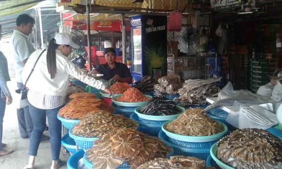 在九龍江平原選購海鮮乾貨。