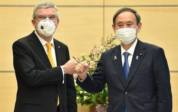 日本首相菅義偉同國際奧委會主席巴赫(左)舉行會談。