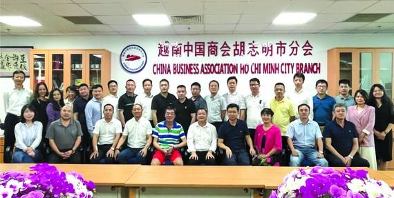 本市中國商會 理事會合影。