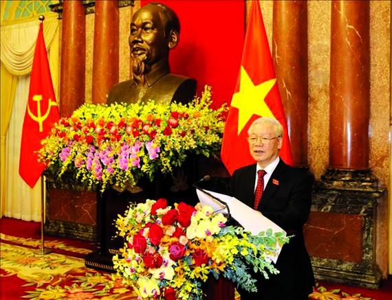 黨中央總書記阮富仲主持了黨中央政治局今年第一季度若干領導、指導工作情況和結果與未來期間若干重點任務的討論會議。