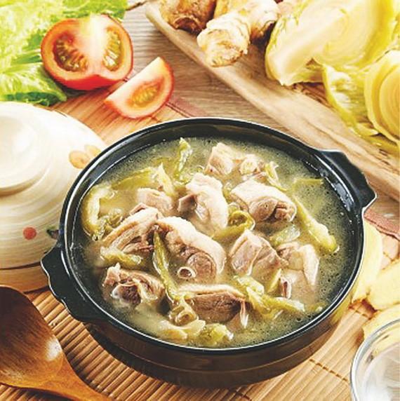 酸菜鴨是一道菜,用酸菜和鴨子做成的。