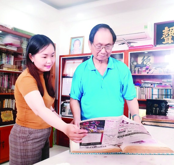 人民藝人張漢明有7本剪報集。