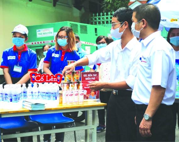 組委會備好各類防疫用品為考生服務。