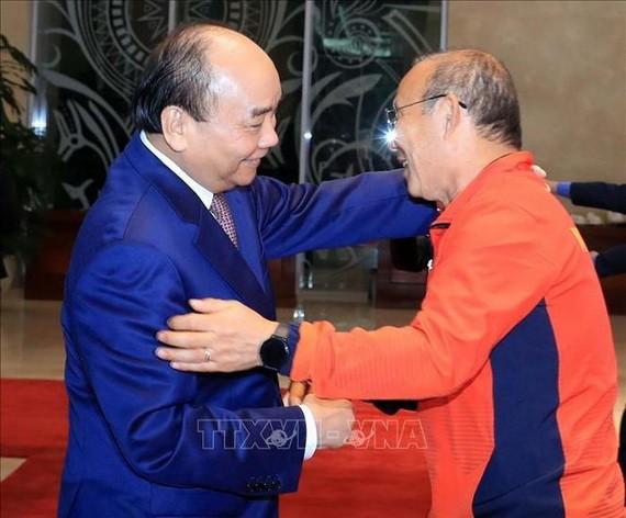 越南國家主席阮春福與主教練朴恒緒。