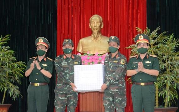 越南炮兵部隊舉行2021年國際軍事比賽出征儀式
