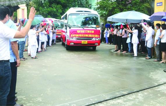 河南省昨(17)日上午,又一個醫護人員代表團啟程馳援本市防控新冠肺炎疫情。這是河南省派來馳援本市和其他省市防控疫情的第五個醫護代表團。