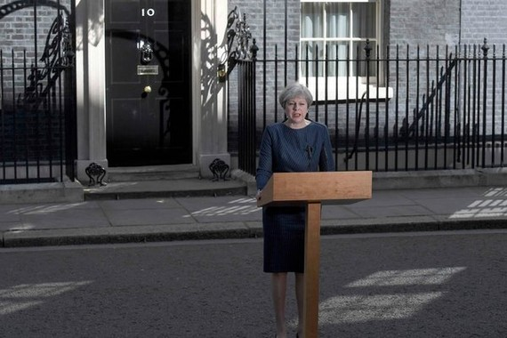 特蕾莎‧梅在首相府外宣布,她計劃將選舉提前到6月8日進行。(圖片來源:互聯網)