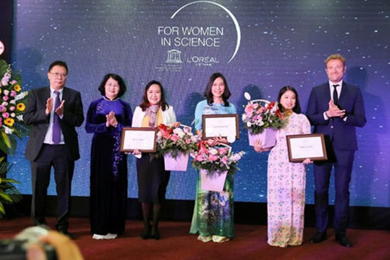 The 3 winners of L'Oreal – UNESCO for Women in Science 2019. (Photo: SGGP)