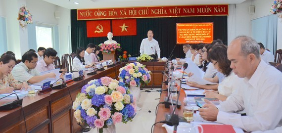 Deputy Secretary of HCMC Party Committee Nguyen Ho Hai is delivering his speech in the working session with District 3's leaders. (Photo: SGGP)