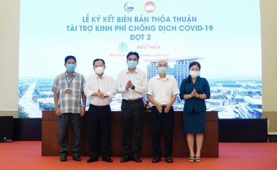 Tổng Công ty Becamex IDC ký kết thỏa thuận tài trợ kinh phí phòng chống dịch Covid-19 với UB.MTTQ Việt Nam tỉnh và Sở Y tế Bình Dương