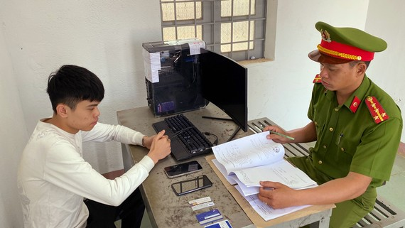 Trần Phước Vĩnh tại cơ quan công an