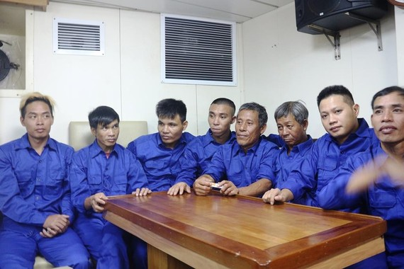Các thuyền viên tàu Thái Thụy 88 đã vào bờ với sức khỏe đảm bảo
