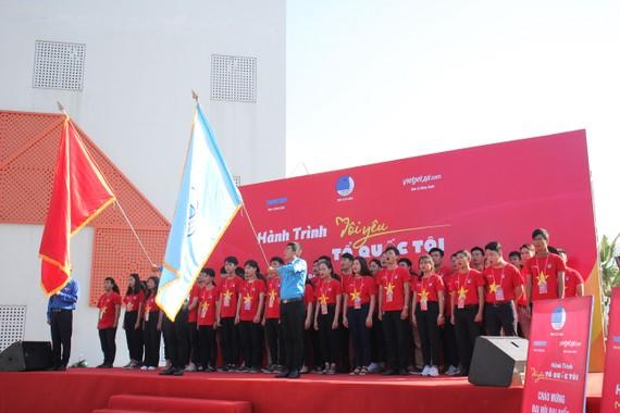 """Lễ chào cờ """"Tôi yêu tổ quốc tôi"""" tại Cung Thiếu Nhi (2A Phan Đăng Lưu, Hoà Cường Bắc, Hải Châu, Đà Nẵng)"""