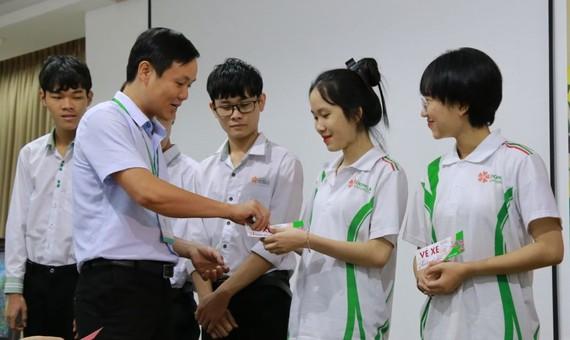 Tặng 238 vé xe đến sinh viên để về quê đón Tết