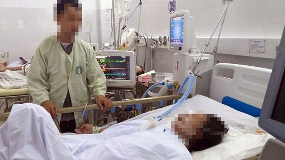 Người phụ nữ được cấp cứu trong tình trạng bị dập nát hoàn toàn do tai nạn giao thông
