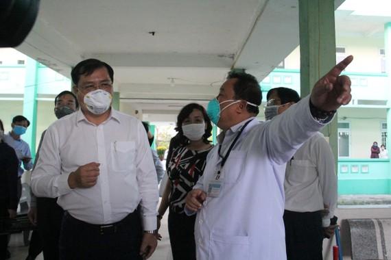 Chủ tịch UBND TP Đà Nẵng đến khảo sát một số địa điểm cách ly, điều trị nhằm phòng chống dịch bệnh nCoV