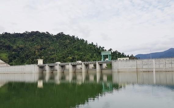 Để đảm bảo tính kịp thời trong việc cấp nước sinh hoạt, Chủ tịch UBND thành phố Đà Nẵng yêu cầu chủ các hồ chứa thủy điện thực hiện vận hành xả nước về hạ du sông Vu Gia theo lệnh điều hành của người đại diện là ông Tô Văn Hùng, Giám đốc Sở TNMT TP Đà Nẵn