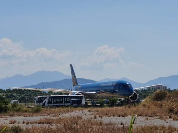 Chuyến bay hạ cánh đến sân bay quốc tế Đà Nẵng lúc 13 giờ 30 phút ngày 24-6