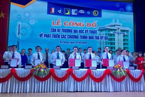 7 trường đại học kỹ thuật hàng đầu Việt Nam cùng thực hiện nghi thức ký kết