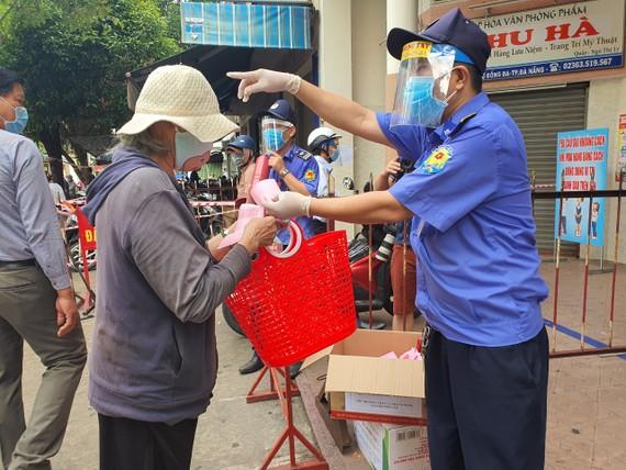 Thông tin khẩn: Đà Nẵng tìm những người tiếp xúc gần với tiểu thương chợ Tân Lập, chợ Siêu Thị mắc Covid-19