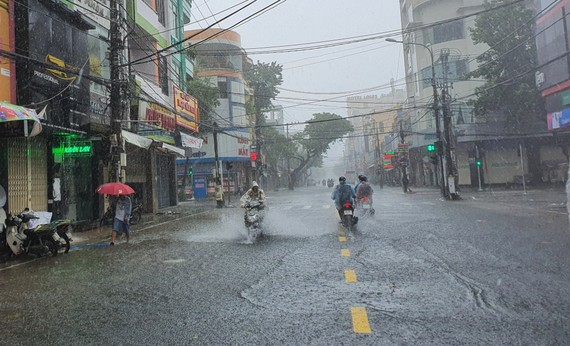 Ngập cục bộ tuyến đường Hùng Vương (quận Hải Châu, TP Đà Nẵng)