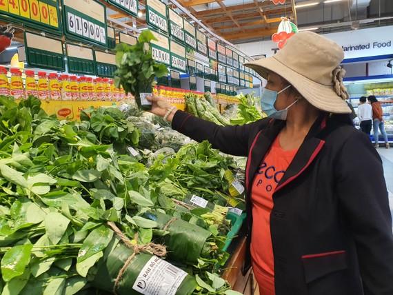 Bà Lê Thị Diệu ủng hộ việc dùng lá chuối thay thế túi nilon