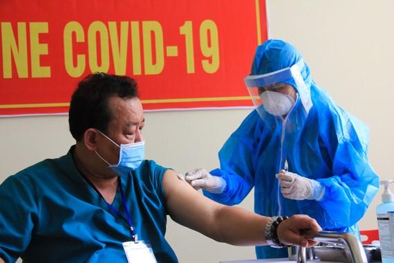 114 người được tiêm vaccine Covid-19 đầu tiên tại TP Đà Nẵng