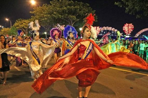 Chương trình Vũ hội đường phố khuấy động không gian sông Hàn trong những ngày nghỉ lễ