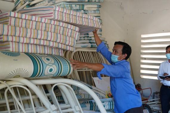 Ủy ban MTTQ Việt Nam Huyện Hòa Vang triển khai kiểm đếm số lượng giường tầng để chuẩn bị cho các khu cách ly đón bà con về quê hương