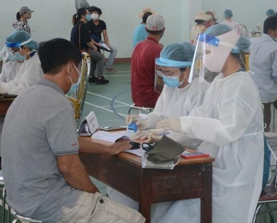 Điểm tiêm vaccine tại Trường Tiểu học Tô Vĩnh Diện (phường Nại Hiên Đông, quận Sơn Trà, TP Đà Nẵng)