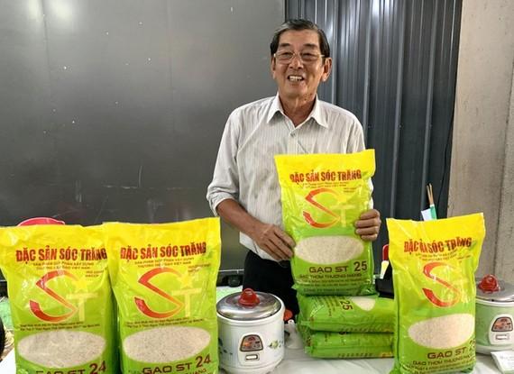 """""""Cha đẻ"""" của gạo ST25 cho biết, trước giờ ông chỉ tập trung chuyên môn của nhà khoa học, lai tạo ra các giống gạo, còn vấn đề đăng ký bảo hộ rất khó khăn vì ông không rành lĩnh vực này. Ảnh: Dân việt"""