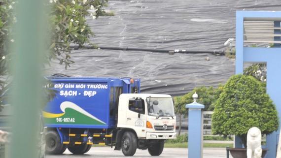 Một bãi chôn lấp rác tại TPHCM. Ảnh: THÀNH TRÍ
