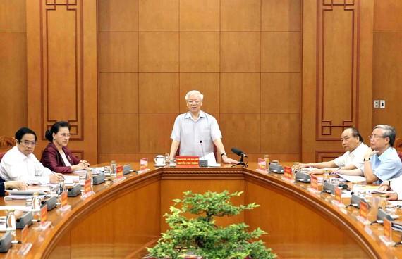 Tổng Bí thư, Chủ tịch nước Nguyễn Phú Trọng, Trưởng Tiểu ban Văn kiện Đại hội XIII của Đảng, phát biểu chỉ đạo cuộc họp của Tiểu ban Văn kiện Đại hội XIII của Đảng ngày 6-9