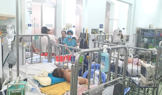 Bệnh nhi mắc tay chân miệng tại Bệnh viện Nhi đồng 2 tăng nhanh từ đầu tháng 8 đến nay