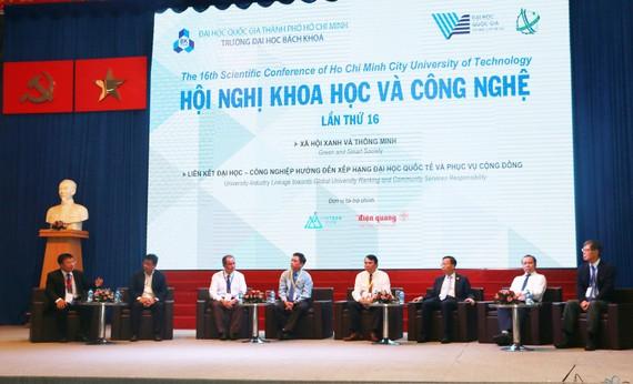 """Các đại biểu tham gia thảo luận tại Hội nghị Khoa học & Công Nghệ chủ đề """"Xã hội xanh và thông minh"""""""