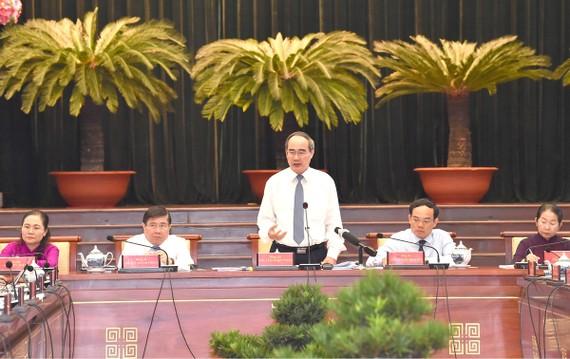 Đồng chí Nguyễn Thiện Nhân, Ủy viên Bộ Chính trị, Bí thư Thành ủy TPHCM,  phát biểu tại Hội nghị Thành ủy lần thứ 32. Ảnh: VIỆT DŨNG